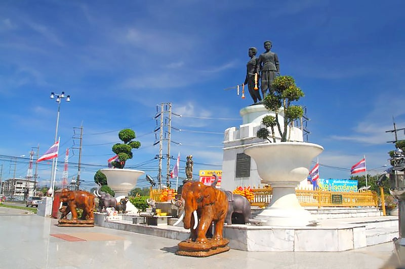 The Heroine's Monument at the center of the traffic circle in Thalang