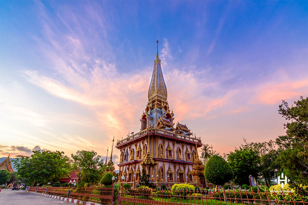The main pagoda at Wat Chalong at sunset