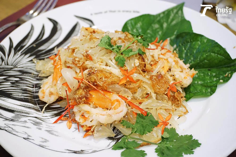 Yam Som Oh spicy pomelo salad