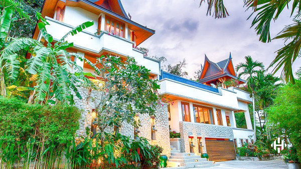 Ocean-View Splendid Villa in Surin