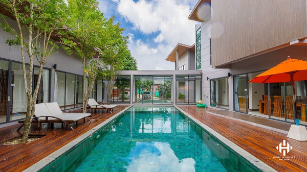 Modern 4-Bed Private Pool Villa