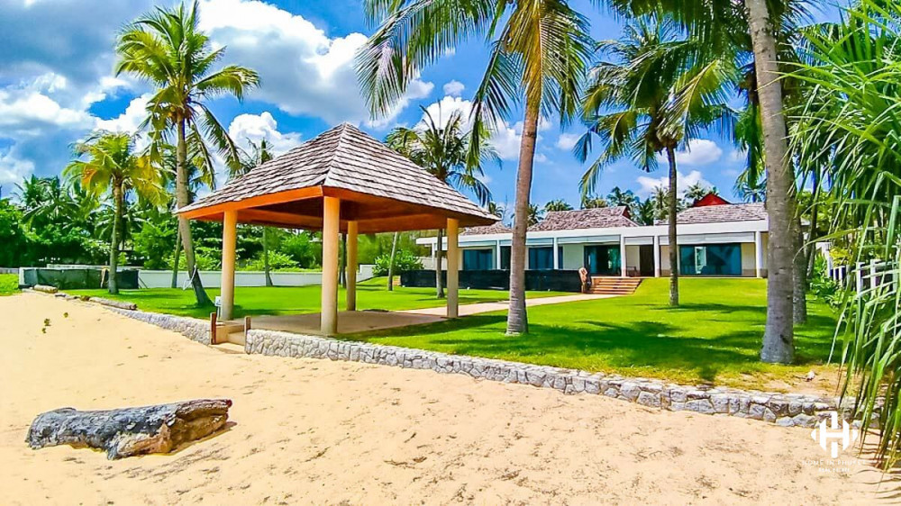 Natai Grand Beachfront Villa