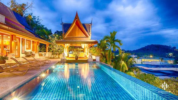 Splendid Sea View Villa in Surin