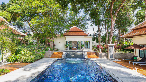 Extravagant Balinese Villa on Huge Plot