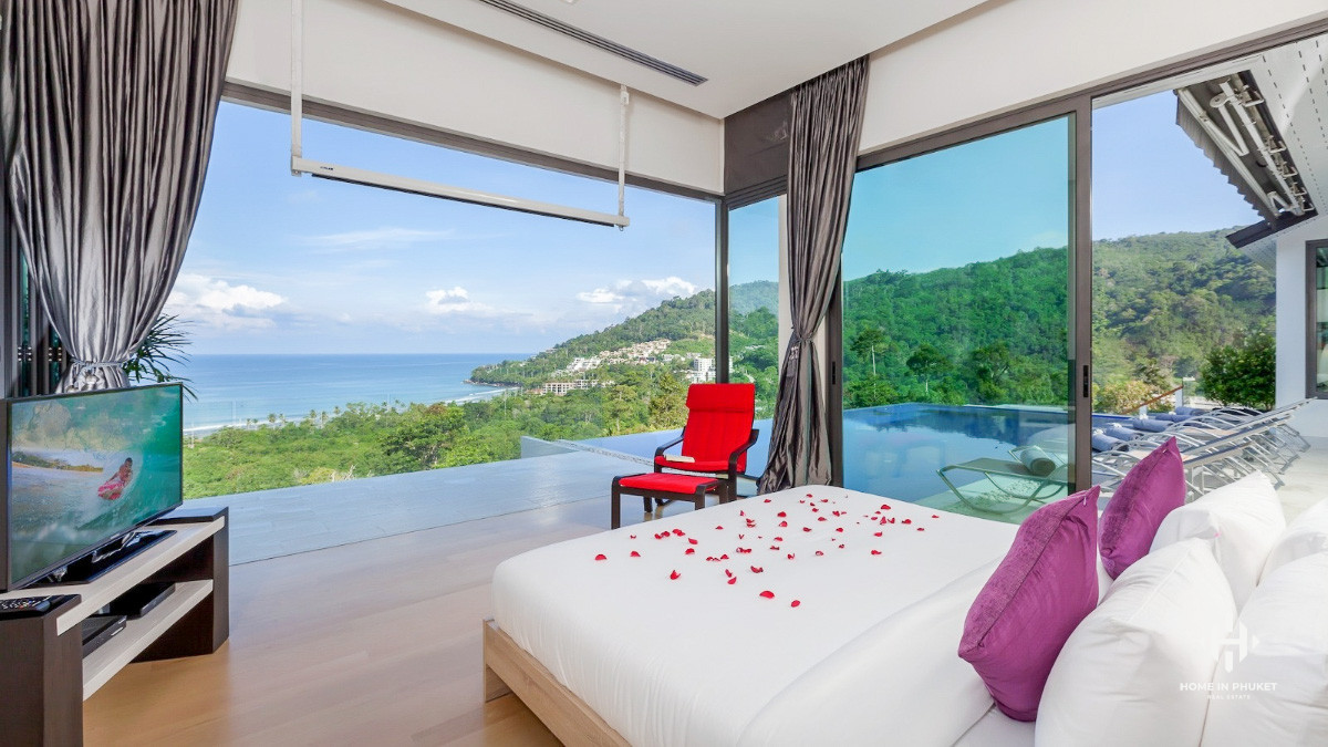 Stylish 6-Bed Villa with Superb Sea View