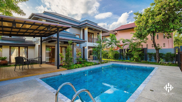 3 Beds Pool VIlla in Phuket Town