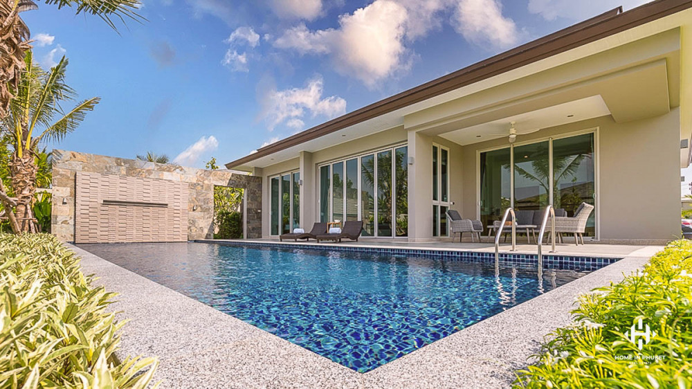 Contemporary 3-Bed Pool Villa on Large Plot in Layan