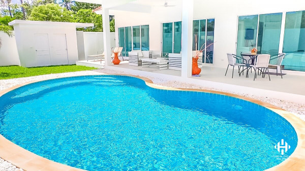 Modern Chic Pool Villa in Rawai