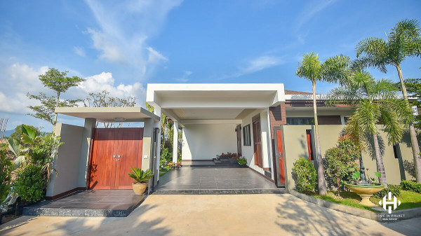 Modern Balinese Villa in The Lake Village